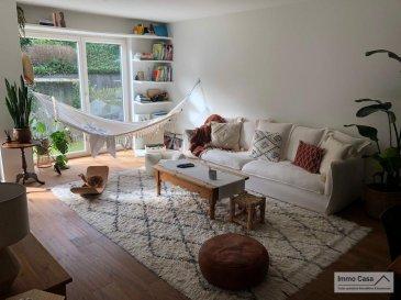 Immocasa vous propose en exclusivité un appartement bien lumineux au rez-de-chaussée de 82m2 avec 2 chambres avec parking-lift, terrasse et jardin privatif.<br><br>( Luxembourg-Dommeldange)<br>(Disponibilité à convenir)<br><br>Ce charmant appartement se compose comme suit:<br>Hall d\'entrée, Cuisine équipée et fonctionnelle ouverte sur salon/living (32 m2) avec sortie pour une spacieuse terrasse de 16m2 et jardin de 65m2 donnant vue arrière du bâtiment très calme, salon/living spacieux et lumineux.<br>Salle de bains avec baignoire, WC séparé et débarras.<br><br>Font partie des prestations de ce bien:<br>Une cave privative<br>Buanderie en commun<br>Parking-lift pour une voiture<br>Terrasse de 16m2 et jardin privatif de 65m2.<br>L\'appartement se trouve dans un excellent  état général avec du parquet massive dans une grande partie du bien, offrant des très belles prestations.<br><br>Façade extérieure et toiture en très bon état.<br>Bâtiment et parties en commun très propres et bien entretenus. Construction de 2009<br>Passeport énergétique (E-F)<br>Situation: Bonne situation, accès facile à Luxembourg ville et aux  institutions Européennes, arrêt de bus à proximité desservant plusieurs lignes. Ecoles, épicerie, restaurants, commerces, etc.<br>Offrant une bonne mobilité toute en étant près de la ville et des axes routiers.<br><br>N\'hésitez pas à nous contacter pour vendre votre bien.<br>Nos estimations sont gratuites.<br><br>Nous recherchons en permanence pour la vente et pour la location des appartements, maisons, terrains à bâtir et projets autorisés pour clientèle existante.<br>Achat éventuel par notre société.