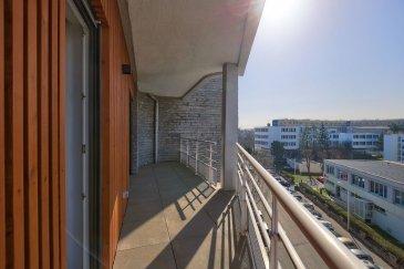 3 pièces - 74.80 m2.  QUARTIER SAURUPT. Grand appartement 3 pièces refait à neuf. Au 5ème étage avec ascenseur, il offre une vue magnifique depuis son balcon de 14 m2. Il se compose d\'une grande entrée, une cuisine ouverte sur séjour (19 m2) et équipée (four, plaque, hotte, réfrigérateur, meubles, îlot central), deux chambres dont une avec dressing, une salle de bain et WC séparé. Chauffage individuel au gaz. + Une place de stationnement au sous-sol.<br> Disponible début Novembre.<br><br><br><br>