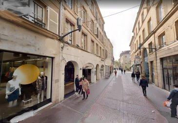 Metz-centre  piéton Murs commerciaux. Metz, dans le  plateau piétonnier, au sous-sols caves avec sanitaires à usage commercial. Copropriété de 10 lots (Pas de procédure en cours). Charges annuelles : 1200.00 euros.