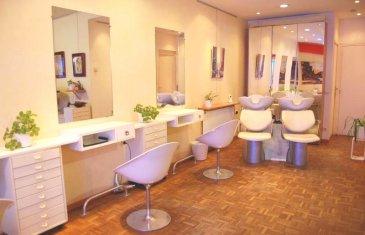 FONDS DE COMMERCE .  Au Rez de Chaussée, Dans immeuble axe passant,  Fonds de commerce coiffure, avec possibilité également d'exploiter activité Esthétique, Barbier, Manucure, exploité dans un local de 64m2 env, loyer 650 euros mensuel.   A saisir