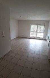 Appartement de 2 pièces, 45 m2 composé d'une chambre, une salle de bains avec douche et d'une pièce à vivre avec cuisine équipée. Cet appartement est situé au 1er étage d'une petite copropriété de 9 appartements avec vue sur la forêt. Il dispose d'un box de 2/3 m2. Parking à l'avant et l'arrière du bâtiment. Possibilité d'acheter un lot de 2 appartements (pour plus de renseignements veuillez me contacter)