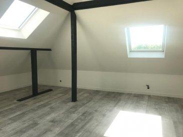 A DEUX PAS DE LA GARE.  REMILLY, magnifique appartement neuf au 2ème et dernier étage d\'un petit immeuble à proximité direct de la gare. Il se compose d\'une entrée, d\'une grande pièce de vie avec cuisine équipée (plaque et hotte) ouverte sur séjour, trois chambres dont une avec salle d\'eau privative, un wc séapré et une salle de bains. Surface au sol : 130m2 ; surface habitable : 88m2. Nombreux rangements et placards. Chauffage individuel électrique avec clim réversible. DPE en cours. Disponible courant juillet.<br> LOYER : 680EUR + 25EUR<br> AGENCE VENNER IMMOIBLIER<br> 03 87 63 60 09