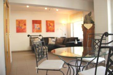 Au premier étage d'une résidence construction 2002 comportant 10 appartements, agréable appartement meublé d'une superficie de 64m² avec emplacement de parking intérieur. Meublé avec goût, il se compose comme suit: - 1 chambre avec dressing sur mesure de 13.50m² - 1 cuisine spacieuse équipée et séparée (électro-ménager récent de marque AEG) - 1 salon/salle à manger lumineux avec de nombreuses baies vitrées - 1 débarras - 1 salle de douche avec lave-linge/sèche-linge et WC A noter les placards, dressing et débarras qui offrent des solutions de rangement très intéressantes. Une cave privative spacieuse ainsi qu'un emplacement de parking intérieur sont mis à disposition des locataires également. Idéal pour les jeunes couples ou célibataires. A proximité directe de la Place Dargent, nombreux bus (direct vers Kirchberg), supérette à 50m, ATM, Post dans l'enceinte même du complexe résidentiel.  Contrat de bail d'un an minimum. Disponible à partir du 1er septembre 2020 Ref agence :4917885