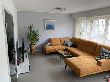 NOUVEAU SUR LE MARCHÉ<br><br>REAL G IMMO, vous propose ce bel appartement de +/- 84 m², idéalement situé dans un quartier très calme de Howald.<br><br>Appartement entièrement rénové avec des matériaux haut de gamme.<br><br>Celui-ci se compose comme suit:<br><br>Hall d\'entrée avec placard sur mesure,<br>Cuisine équipée avec accès à un balcon, <br>Salon/salle à manger,<br>wc séparé,<br>Salle de bain,<br>2 chambres à coucher dont une avec balcon,<br>Jardin commun,<br>Cave,<br>Grenier commun,<br>Garage avec emplacement devant le garage.<br><br>Infos complémentaires:<br>Façade isolante 2017,<br>Fenêtre et portes de garage de 2012,<br>Jardin aménagé 2020,<br>Porte intérieur haut de gamme,<br>Sanitaire Villeroy et Grohe.<br><br>Pour plus de renseignements ou une visite (visites également possibles le samedi sur rdv), veuillez contacter le 28.66.39.1.<br><br>Les prix s\'entendent frais d\'agence de 3 % TVA 17 % inclus.<br><br>Les visites ont repris, et nous sommes heureux de pouvoir à nouveau vous revoir ! Notre équipe sera équipée de gants et de masques afin de vous recevoir ou vous faire visiter nos biens en toute sécurité. <br>