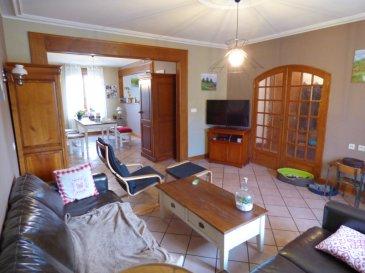 Maison Hayange-Marspich 160m²  4 chambres garage et jardin. Au coeur du vieux village , dans un environnement calme et verdoyant,<br/><br/>Retrouvez tout les atouts et le charme de l\'ancien dans cette lumineuse Maison de 1912  offrant 160m² habitables et composée de:<br/><br/>Au Rez De Chaussée : Hall d\'entrée de 6m² avec placard, cuisine équipée ouvrant sur salon-séjour (60m² pour le tout), wc avec lave-main, célier/ buanderie de 16m², garage 1 voiture de 17m²<br/><br/>Au 1er étage : un dégagement, 4 belles chambres parquetées (13,16,16 et 20m²), 1 salle de bains avec douche et baignoire, wc séparé avec lave main.<br/>-->Belle hauteur sous plafond , moulures et poutres apparentes.<br/><br/>Au second: un grenier aménageable de 70m² habitables(100m² au sol)<br/><br/>Au sous-sol : 4 caves d\'environ 15m² chacune.<br/><br/>Terrasse<br/>Jardin clos et arboré de 6 ares.<br/><br/>DV PVC avec volet roulant, chauffage central au gaz, ballon d\'eau gaz, toiture révisée et entretenue (+-10000? de facture récente).<br/><br/>Mr Antonoff: 06-52-83-85-07
