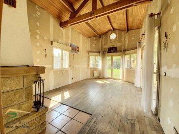 Belle maison individuelle de 170m2 en lisière de forêt ! .  Maison d\'habitation en rez-de-chaussée surélevé, d\'environ 170 m2 habitable comprenant :<br> Au rez-de-chaussée :<br> - Une entrée<br> - Une grande cuisine type américaine<br> - Une salle à manger<br> - Un grand salon séjour lumineux ouvert sur la terrasse<br> - 3 chambres<br> - Un toilette séparé<br> - Une salle d\'eau<br> À l\'étage :<br> 47 m2 de combles aménageables<br> Le bien comprends également un sous sol de 108 m2 ! Lequel est sain, comprenant 5 grandes pièces dont un garage 2 places à ouverture mécanique.<br> Mais aussi un jardin arboré sans vis-à-vis avec vue sur la lisière de forêt, calme garanti !<br> Bien disponible de suite