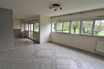 Dans résidence appartement F5 .  Appartement F5 de 88m2 au 1er étage comprenant : Hall avec placards, cuisine équipée, grand salon séjour en accès terrasse, 3 chambres, salle de bains, WC. Cave et garage au RDC.