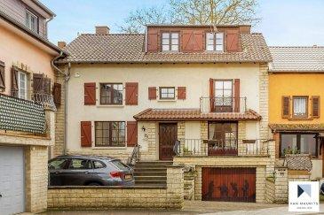 Maison mitoyenne avec 4 chambres à vendre sur Mensdorf  Située à Mensdorf, cette agréable maison mitoyenne, en très bon état général, présente une surface habitable de ± 161 m². Il se présente comme suit :  Au rez-de-chaussée, un hall d'entrée ± 12 m² dessert un salon ± 27 m², un WC séparé ± 3 m² ainsi qu'une cuisine équipée ± 9 m² et un espace salle à manger ± 13 m², une chaufferie ± 3 m². Une agréable terrasse ± 40 m² complète ce niveau.  Au 1er étage, un palier ± 6 m² dessert trois chambres de ± 9, 11 et 14 m² une salle de bain ± 13 m² avec baignoire, douche, lavabo. Un WC séparé complète le 1ier étage.  Au 2ème étage, une grande salle multifonctionnelle (bureau) ± 32 m² dessert une autre chambre de ± 12 m².  Le sous-sol abrite une cave ± 10 m², une cave à vin ± 5 m² et un garage ± 18 m².  Généralités:  La maison a été rénovée en 2014  Multiples placards