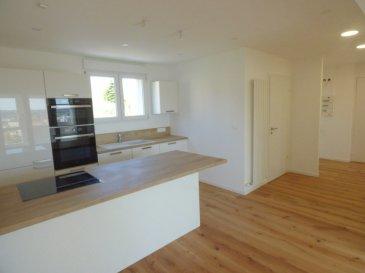Appartement Fameck 5 pièce(s) 82 m2. Soyez les 1ers à disposer de cet appartement entièrement rénové !<br/>Au 2ème étage d\'une copropriété calme, quartier pavillonnaire et proche des accès routiers, rue st Roch<br/><br/>Bel et lumineux F5 de 82m² <br/><br/>-Hall d\'entrée, cuisine équipée jamais utilisée ouvrant sur salon-séjour de 35m², salle d\'eau, coin chaufferie, 3 belles chambres (12, 10 et 12m²), balcon/loggia.<br/>1 cave et parking très facile<br/><br/>L\'appartement a été entièrement rénové  par des professionnels pour la mise en vente, vous y trouverez une isolation complète, DV PVC avec volets roulants électriques, cuisine neuve entièrement équipée. <br/><br/><br/>Mr Antonoff 06-52-83-85-07<br/>Copropriété de 48 lots (Pas de procédure en cours).<br/>Charges annuelles : 840.00 euros.