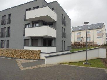 Tempocasa vous propose ce charmant appartement de 80m² à louer dans une résidence construite en 2013. L'appartement est situé au RDC et composé d'un hall d'entrée, salon-salle à manger avec accès sur une petite terrasse, une cuisine équipée ouverte, 2 chambres à coucher avec accès terrasse de 25m², un parking privé intérieur, une cave et une buanderie.   Pour plus d'informations veuillez nous contacter au 26543148.