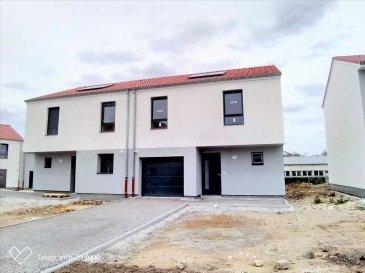 ( contact de 9h à 20h -7jr / 7jr - Jérémy FALCOMATA - Agent immobilier indépendant - 06 98 89 17 53  ) --------- ***** DERNIER PAVILLON ***** -------- LE DOMAINE DU PORT au bord du canal à TALANGE --------- LOT E05 :  Pavillon  : T5 - 95,5 m² habitable, 4 ch,  terrasse et garage 15 m², le tout sur 1,70 ares. --------- Pavillons vendu prêts à décorer. Options décorations possibles.  Divers options encore possibles. Agencements modifiables. Engazonné et clôturé !! -------- Chauffage gaz au sols. -------- Frais de Notaire réduits. Prêt à taux zéro possible.