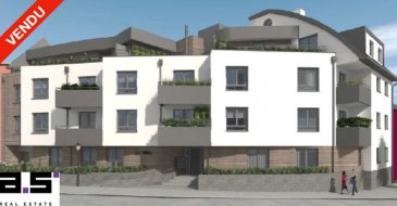 ***NOUVEAU PROJET RÉSIDENTIEL***   A.S. Real Estate, vous propose en état de futur achèvement, une nouvelle Résidence de standing située à Tétange, Commune de Kayl, proche de toutes commodités.   La résidence est composée de 12 appartements et de 2 penthouses / duplex répartis sur 5 niveaux et bénéficiant de terrasses ou balcons.   Chaque appartement bénéficie d'un espace ergonomique et lumineux, équipé de volets électriques, d'un chauffage au sol, de fenêtres à triple vitrage et d'une ventilation mécanique et contrôlée.   Ce penthouse se compose d'un hall d'entrée, d'une cuisine ouverte sur un double living de +/- 30.40m2 avec accès à une terrasse de +/- 24.68m2, de trois chambres de +/-12.27m2 et +/- 11.99m2 et d'une suite parentale de +/-16.25m2 aménagée d'une salle de douche de +/- 4.06m2 et d'un coin dressing bénéficiant toutes d'un accès à la terrasse, d'une salle de bain de +/- 6.82m2 et et d'un w.c séparé.   Une cave privative complète ce bien.   Emplacement de parking intérieur à 25.750 TTC 3%.  Emplacement de parking extérieur à 17.304 € TTC 3%.   Pour de plus amples informations ou pour convenir d'un rendez-vous, n'hésitez pas à nous contacter au (+352) 621 274 674   *Tarif exprimé TTC 3% sous réserve d'agrément.   * Photographies non contractuelles
