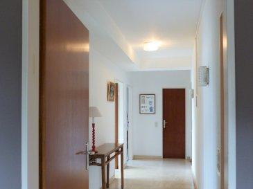 Cet appartement de ± 75m² au 2ème étage avec ascenseur, se situe sur la Place Saints Pierre et Paul à Luxembourg - Hollerich.  Il se compose d'une entrée de ± 11m², d'un wc séparé, de 2 chambres de ± 13 et 10m², d'un séjour de 24m², d'une cuisine équipée de ± 7m² avec son petit balcon et la salle de bain de 4m².  Généralités : Accès facile au centre-ville et écoles au Geesseknaepchen Bon état Chauffage au gaz Cave