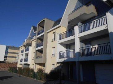 REF: 5843  Dans une Résidence Moderne avec ascenseur au 2° étage à deux pas de la plage un appartement T2 de 41 m2 et un balcon de 5.31 m2 exposé plein sud comprenant : Entrée, Séjour/cuisine, une chambre, salle de bains/wc Balcon et place de parking  Local commun pour vélos  Classé D et B