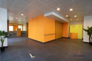 Peters Real Estate vous propose en exclusivité, une spacieuse surface commercial en location en plein centre-ville d'Esch-sur-Alzette.  Ce bien sera vous séduire grâce à ses surfaces très lumineuses garantissent une excellente visibilité grâce à ses grandes baies vitrées et sa localisation privilégiée donnant accès sur la place de l'hôtel de ville.   Au rez-de-chaussée, sur une surface totale d'environ 300 m2,   •Grand espace d'accueil avec secrétariat •7 bureaux individuels/divisibles •Grande salle de réunion   Au sous-sol :  •2 surfaces d'archives •Toilettes hommes et femmes  •Un espace cuisine  •2 emplacements intérieurs pour voiture  Emplacement idéal pour : Profession médical, commerce, Profession libérale, espace co working,  …  Disponible de suite  Pour plus d'informations concernant ce bien, merci de nous contacter au +352 27 75 82 33 ou par mail info@peters.lu