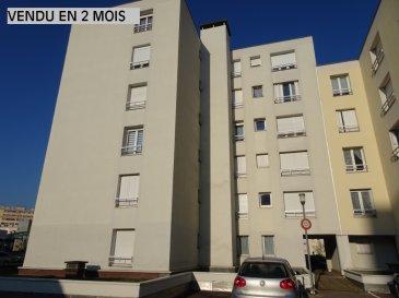 Appartement Thionville 2 pièce(s) 46 m2. Appartement de  46,45 m² composé d\'une entrée avec placard, une pièce à vivre de 17,43 m² donnant plein sud, une cuisine simple, une chambre de 11,66 m², un WC individuel et une salle de bain.<br/>Vous disposerez également d\'une cave et d\'un place de parking en sous-sol (accès direct par l\'ascenseur)<br/>Double vitrage PVC - 2013<br/>Ballon Eau chaude < 1 an<br/>Charges  mensuelles: 70 €. dont 7.00 % honoraires TTC à la charge de l\'acquéreur.<br/>Copropriété de 20 lots (Pas de procédure en cours).<br/>Charges annuelles : 840.00 euros.