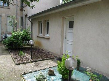 NANCY, tout proche du campus ARTEM, de l'IUT Charlemagne, non loin de la faculté des Sciences, au calme sur jardin, Coquet appartement composé d' une pièce  à vivre ouvrant sur le coin cuisine, une chambre avec placard, une  salle de bains, wc, chauffage individuel électrique, petit jardinet/terrasse privatif, libre au 1er août 2021, Loyer : 410 euros plus 35 euros de charges, AGENCE KLAA 8 rue Girardet NANCY 06 80 44 77 95