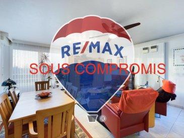 **** SOUS COMPROMIS ****  Visite virtuelle : https://premium.giraffe360.com/remax-partners-luxembourg/9d519654966b4b03847fac19b7f9eee6/  RE/MAX Partners, spécialiste de l'immobilier à Sanem, vous propose en exclusivité à la vente ce superbe appartement de deux chambres, d'une superficie habitable de 82,8 m2.  Situé au deuxième étage d'un bâtiment construit en 2000, avec ascenseur, il se compose de la manière suivante :   Un hall d'entrée desservant toutes les pièces, un séjour/salle à manger de 25 m2 donnant accès à une terrasse d'environ 7 m2, une cuisine équipée ouverte sur le living, deux chambres mesurant chacune 13 m2 et 14,6 m2, une salle de bain (baignoire + douche + WC + vasque simple + rangements) et un autre WC indépendant avec débarrât (possibilité de mettre la machine à laver).  Une place de parking dans un garage sous-terrain + Cave + Buanderie commune. Places de parking extérieur en bas et autour du bâtiment disponible facilement et gratuitement.  Autres caractéristiques :  -Fenêtres doubles vitrages -Chauffage au gaz  -Volets électriques + manuels  -Charges mensuelles : 250€   Disponibilité à convenir.  La commission d'agence est incluse dans le prix de vente et supportée par le vendeur.  Contact : Aysun Yildirim au +352 621 611 154  Ref agence : 5096390
