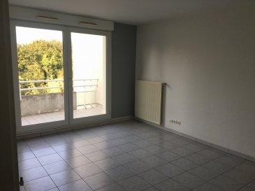 Appartement F2 46m2 - ILLKIRCH GRAFFENSTADEN. Beau 2 pièces de 46m2 situé rue de la Niederbourg à Illkirch Graffenstaden. Dans environnement calme et arboré, l\'appartement se situe au 4ème étage de l\'immeuble et se compose: d\'un séjour, une chambre, une cuisine équipée, une salle de bain, et d\'un wc séparé. L\'appartement dispose également d\'une cave et d\'une place de parking. <br>Chauffage collectif inclus dans les charges. Disponible à compter du 1er octobre 2018.<br>Loyer: 684€ dont 100€ de provisions de charges avec régularisation annuelle. <br>Depot de garantie: 584€ - Honoraires location: 552€ dont 138€ pour l\'état des lieux.<br>HEBDING IMMOBILIER 03.88.23.80.80<br>Loyer 684.00  euros par mois  Charges comprises dont<br>- 100.00  euros de provision sur charges - régularisation annuelle<br> Honoraires charge locataire : 552.00 euros TTC dont 138.00 euros TTC pour état des lieux