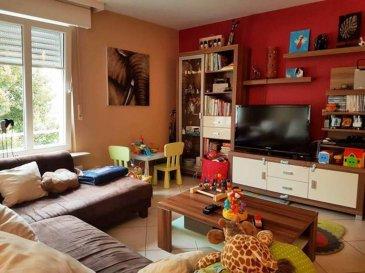 TEMPOCASA STRASSEN vous propose en exclusivité cet appartement situé à Hobscheid au premier étage d'une résidence de 2004. Il se compose comme suit: cuisine équipée ouvert sur le salon/séjour, deux chambres à coucher, une salle de bain, un WC séparé, un petit débarras avec étagères, un balcon. Au sous-sol ce trouvent la cave, une buanderie commune, un local vélos commun et deux emplacement intérieurs.  Disponible pour septembre 2019 Ref agence :YB003