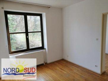 APPARTEMENT T3 BITCHE - 3 pièce(s) - 51.6 m2. Appartement T3 à louer à Bitche ~Bel appartement de 51.6 m² lumineux  au sein d\'un parc privé. Composé d\'une cuisine, d\'un séjour, d\'une salle de bain, d\'un WC et de deux chambres.~Le loyer est de 380 euros avec une cave comprise et des charges qui s\'élèvent à 15 euros.~Aucun travaux à prévoir. Honoraires agence 280.50 euros ttc