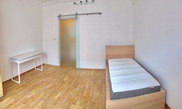 Chambre dans une maison entièrement rénovée de 5 chambres Disponible le 15 mai, la chambre dispose : -  d'une salle de douche privative et WC - d'un lit  - d'une armoire penderie - d'un bureau Living et Cuisine commune Grande terrasse Buanderie avec 2 lave-linge te 2 sèche-linge Renseignements au 621282341