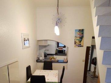 Immo Nordstrooss vous propose une maison sympa au centre d'Echternach avec une surface habitable de 70 m2.  L'appartement se compose de suite :  - petit living - cuisine équipée de 2018 - salle de bain rénové en 2017   - 2 chambres et une cave privative   Pour plus de renseignement veuillez me contacter au 691 450 317. Ref agence :B267