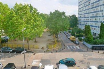 M572682 VENDS APPARTEMENT METZ BORNY F4 Rue du Béarn  avec garage au 2 ème étage avec ascenseur Offrant Une entrée carrelé, 1 salon salle à manger 17m2, Une cuisine séparée 10m2 plus cellier attenant, 3 chambres avec placard de11m2 et 12m2 chacune. Une salle de bains et un wc séparé 1 cave au sous sol. Situation proche bus le Mettis, et université Bridoux. Pour plus d'informations Richard NGUYEN, Conseiller spécialiste du secteur, est à votre entière disposition au 06 23 12 78 87. Honoraires à la charge du vendeur.