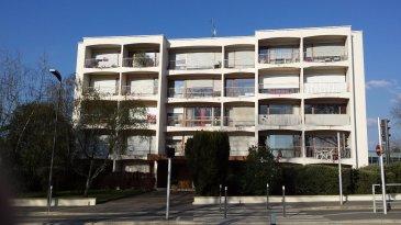 METZ QUEULEU. 125 avenue de Strasbourg. Appartement de type f4 comprenant une cuisine équipée ouverte sur le salon séjour ( avec 2 balcons). Deux chambres parquetées  ( chacune avec un balcon) , une salle de bains , un wc séparé et de nombreux placards dans le dégagement. Une cave . Chauffage gaz.  Arrêt du Metis devant la résidence.Possibilité d'achat de 1 ou 2 garages dans la résidence.Tel 06 07 16 77 45