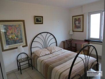 Très belle chambre meublée à louer en colocation située au RDC (maison haut standing), espaces biens<br>éclairés, d\'une surface utile totale de 34 m2 composée d\'un lit (140 cm), deux chevets, une armoire-penderie,<br>salle de bain, bureau/chaise, wifi, terrasse et jardin.<br><br>Chambre à coucher (lot. no. 3)<br>Salle de bain meublée avec lavabo/WC partagée avec le locataire de la chambre 2.<br>Zone repas partagée<br>Parking extérieur<br>Terrasse<br>Jardin<br><br>Prestations :<br>Chauffage au gaz<br>Machine à laver/séchoir<br>Terrasse<br>Jardin<br>Jacuzzi et sauna (moyennant 39,- EUR de l\'heure par personne)<br><br>Deux formules de location sont possibles, comme suit:<br><br>Pour personne seule TTC 850,- EUR (sans services) / Caution: 1700,- EUR et 1130,- EUR (avec services) / Caution: 2260,- EUR<br>Pour couple TTC 1100,- EUR (sans services) / Caution: 2200,- EUR et 1380,- EUR (avec services) / Caution: 2760,- EUR<br><br>Caution: Si le(s) locataire(s) n\'a pas/n\'ont pas de CDI de 12 mois ou plus, trois mois de caution seront demandés<br>au lieu de deux, et avec un garant.<br><br>Disponibilité: Immédiate !<br><br>Merci d\'avance pour l\'intérêt que vous portez à cet objet et à nos services.<br><br>Appelez nous pour une visite on vous le fera découvrir. Veuillez, s.v.p., respecter les ordres sanitaires actuelles (Covid19 oblige). Merci d\'avance.<br><br>Nous sommes aussi disponibles pour visites le samedi selon la disponibilité des propriétaires.<br><br>Pour d\'autres annonces non présentés sur ce site, visitez www.immocasa.lu<br><br>Nous recherchons en permanence pour la vente et pour la location des appartements, maisons, terrains à bâtir et projets autorisés pour clientèle existante. Achat éventuel par notre société.<br><br>N\'hésitez pas à nous contacter si vous avez un bien ou plusieurs pour la vente.<br><br>Nos estimations sont gratuites.<br><br>Cet objet se situe géographiquement dans un environnement calme, très bonne mobilité (autoroute A7 à proximité), b