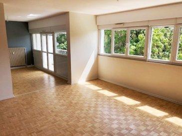 Dans résidence sécurisée.  Vaste appartement F5 au 3ème étage comprenant une cuisine, un salon séjour double avec accès direct sur balcon très bien exposé, trois chambres, salle de bains, garage et cave