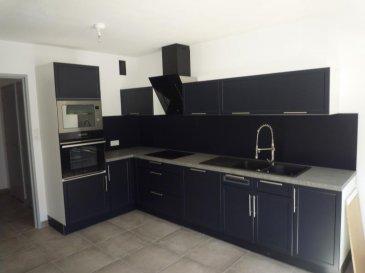 SIERCK LES BAINS: 159 000 € FAI<br>Appartement entièrement rénové dans un petit immeuble rénové au calme et sécurisé comprenant cuisine équipée, séjour, salon, 2 chambres, entrée + dégagement, WC ind, sdb, une cave et un garage fermé.<br>TEL: 06 89 42 65 79<br />Ref agence :2284272