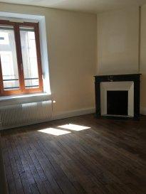 4 pièces - 78,44 m2.  Appartement de quatre pièces situé au premier étage d\'un immeuble rue Jules Ferry à Nancy. Il comprend une entrée, une cuisine ouverte sur le séjour, trois chambres, une salle de bains, WC séparés.<br> Chauffage individuel au gaz.<br><br>