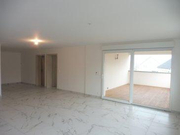 APPARTEMENT T3 GROSBLIEDERSTROFF - 3 pièce(s) - 96 m2. Appartement T3 de 96m² au rez de chaussée situé dans une impasse au calme avec peu de passage. ~Appartement composé d\'une grande pièce de vie  avec une cuisine américaine équipée, baie vitrée accès terrasse couverte de 17m², un cellier, deux chambres dont une avec placard, une salle d\'eau avec wc suspendu, douche et meuble double vasque, cave, parking extérieur et un parking couvert en sous-sol.~Chauffage au sol. Loyer 920 € +Charges en complément : 30 euros  soit 950 Charges comprises ~~~Contact Nord sud immobilier : 03 72 64 01 02