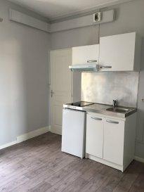 1 pièce - 30 m2.  Appartement situé au premier étage d\'un immeuble rue de la Foucotte à Nancy. Il comprend une entrée, une pièce principale avec kitchenette, une pièce séparée, une salle de bain avec WC. Chauffage individuel électrique.<br> Disponible de suite.<br>
