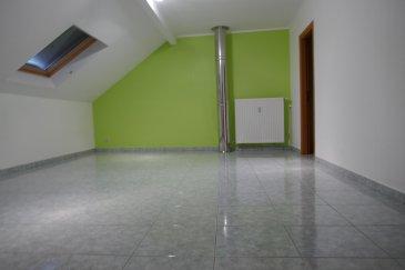 Parc-Immo vous propose à la vente ce magnifique duplex d'une surface habitable de ± 228 m² avec 2 terrasses d'une surface totale de ± 10m² aux 2ème et 3ème étages d'une résidence très calme de standing.  L'appartement est disposé comme suit : Réception avec escalier, grand placard et garde-robe - Triple living de ± 66 m² - Cuisine entièrement équipée - salle de douche - bar - deux chambres - Hall de nuit -  Deux autres chambres à coucher à l'étage avec encore une salle de bain/WC, un bureau  L'offre pour cet appartement comprend également un double garage de parking et une cave.  L'objet que nous vous proposons se trouve à Rodange, prêt de la Piscine, un des quartiers les plus populaires et recherchés du sud.