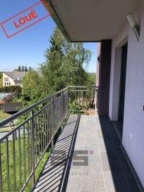 A.S. Real Estate, vous propose à la location un bel  appartement de +/- 61 m² avec balcon situé au premier étage d'une résidence dans une rue calme du Centre de Schifflange.  Celui-ci se compose d'un hall d'entrée, d'une chambre de +/- 14.50m², d'une cuisine équipée ouverte sur un living de +/- 30m² avec accès à un balcon de +/- 7,50m², d'une pièce pour un bureau et d'une salle de douche avec w.c..  Une cave privative et un emplacement de parking intérieur complètent ce bien.  Pour tous renseignements ou pour convenir d'une éventuelle visite, veuillez nous contacter au (+352) 621 274 674