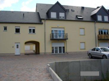 Agréable appartement à louer au 2ème d'une résidence à Colpach-Haut.  - hall d'entrée - wc séparé - séjour / salle à manger avec coin cuisine équipée - salle de douche avec connexion lave-linge - 2 chambres à coucher - 1 grand garage de 26m².