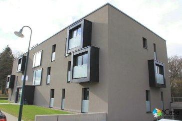 Disponible à partir du 1er juillet, les visites se font entre 10h à 12h ou 14h à 17h30, le samedi de 9h30 à 11h30  et 14h à 17h<br><br> A louer bel appartement avec 2 chambres de ± 99m2 à Junglinster, 1 beim Park, Résidence Dali « in den Aessen » (2014 - BBB) <br><br>Il se situe au 1ème étage et se compose :<br>-d\'une cuisine équipée semi-ouverte (±11m2)<br>-d\'une pièce à vivre (±40m2) avec un balcon de ± 8m2<br>-d\'une chambre parentale (± 21,5m2)<br>-d\'une 2ème chambre (± 11m2)<br>-un WC hôtes<br>-une salle de bains avec double vasque, baignoire et WC<br>-une cave<br>-2 parkings d\'intérieur <br>-une buanderie commune<br><br>Pour tous renseignements  ou pour une visite veuillez nous contacter par téléphone au (+352) 621 43 10 04 ou (+352) 26 19 00 86 ou par mail : info@icasa.lu<br><br>Découvrez tous nos biens sur www.icasa.lu.<br>Souhaitez-vous louer ou vendre votre bien, profitez de notre service de qualité. Estimation rapide et gratuite.<br><br>Agence iCasa Bertrange<br>BELACCHI Michel<br><br><br />Ref agence :5269993