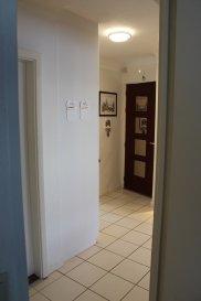+++ A VENDRE+++  Bel appartement 2 chambres à Luxembourg-Merl.  Cet appartement , situé au premier étage dispose d'un hall d'entrée, d'une pièce principale avec cuisine, d'un débarras, Living, de deux chambres ainsi qu'une salle de douche avec lavabo et wc.  Une cave est inclus dans le prix de vente.  Pour de plus amples renseignements, n'hésitez pas à contacter aux numéros 691 183 835 et 691 45 73 03  Commission d'agence 1,5% payer par le vendeur