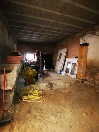 RARE UNIQUE Sur secteur, plateau de 32 m2 au sol de plein pied au RDC d'une petite résidence, entièrement à terminer (Chauffage, plâtrerie, électricité, etc...) Possibilité d'acquérir un stationnement privatif en sus.