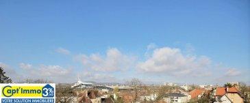 METZ QUEULEU PENTHOUSE TRAVERSANT F5 110 M²   Vous rêvez d'un penthouse sur Queuleu !  Une orientation des pièces de vie et de la terrasse panoramique sud,  sud-ouest. Au troisième et dernier étage d'une résidence récente. Vous serez situé au-dessus de la vie urbaine.  Avoir une vue d'exception, un panorama allant du futur hôtel STARCK, au centre POMPIDOU, jusqu'à la Cathédrale Saint Étienne, un horizon privilégié sur les côtes de Moselle.  Nous vous invitons à découvrir ce bien de 110 m² et sa terrasse panoramique de 30 m².  Au dernier étage, traversant, terrasse et pièces à vivres orienté sud,  sud-ouest.   Vous disposerez coté jour d'un accueil avec dressing, desservant l'appartement, un salon séjour et une cuisine équipé indépendante avec double accès. Un espace de 56 m² magnifié par les grandes baies vitrées ouvrant directement sur la terrasse panoramique filante, sans vis-à-vis.  La cuisine dispose d'un équipement complet. Du cuisinier en herbe au plus fin des cordons bleus, tous seront séduit.  Vous aurez plaisir à recevoir dans ce bien.  Un WC indépendant et une buanderie cellier complète l'espace jour.   L'espace nuit est coté nord sans vis-à-vis, sans circulation routière donnant sur un espace paysager. Vous disposerez de 3 chambres dont une avec sa pièce d'eau vasque, douche et WC privé.                                 Une grande salle de bain indépendante avec baignoire balnéo, douche à l'italienne et double vasque.  Deux parkings privés dans le garage de l'immeuble et une cave indépendante complète l'ensemble.  CHAUFFAGE AU SOL BASSE TEMPÉRATURE, DOUBLES VITRAGES, VOLETS MOTORISES,  ACCÈS SÉCURISES, ASCENSEUR AVEC ACCÈS DIRECT AU GARAGE.   Charge mensuelle 160,-€ Taxe foncière 1400,-€  Honoraires d'agence à la charge du vendeur.   Visite virtuelle disponible sur demande.   VISITE SUR RDV 7 JOURS SUR 7  RENSEIGNEMENT 06.30.55.11.48 ou par E-mail : mark-com@live.fr  Capt'Immo 3% Votre solution Immobilière ! Moins d'honoraires !  Conseils et services en pl