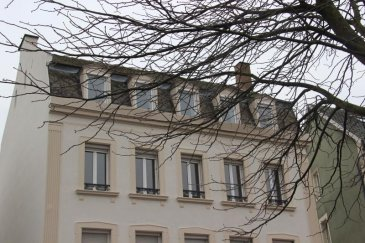 Place du Schluthfeld a proximité du tram, des écoles et commerces  venez visiter ce lumineux et traversant duplex de 111m2 carrez &lpar; 165m2au sol&rpar; qui occupe le dernier étage d\'un bel immeuble ancien&period;  Ce logement sans vis à vis à rénover ce compose , d\'un séjour, d\'une salle à manger,  d\'une cuisine, de 4 chambres, de 2 salles de bain et de 2 wc&period;<br />Les partie communes de l\'immeuble seront entièrement rénové au 1er semestre 2019&period;<br />En annexe de ce bien  vous disposez d\'une cave privative et d\'un local vélos commun&period;<br />Votre contact : Julien Diss 06 32 09 01 04<br />Prix de vente 277 000 &apos; TTC &lpar;2,59&percnt; HONO&rpar;