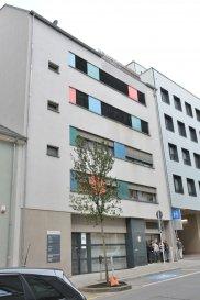 LUXEMBOURG GARE une place de parking à louer accessible par ascenseur, au deuxième sous-sol, numéro 016 sise à 46, rue d'Anvers L-1130 Luxembourg. Contact et visites: Rosalba MAITRE téléphone 691 550 189