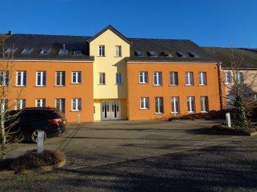 Spacieux appartement à louer dans le village de Baschleiden.  L'appartement situé au 2ème étage se compose de: - beau séjour / salle à manger avec coin cuisine équipée - débarras - salle de bain avec douche et connexion lave-linge - 2 chambres à coucher - 2 emplacements extérieurs.