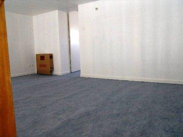 Réf: 5903  Appartement de 60 m² secteur Berck Plage Nord face à la mer sans voisin au dessous et au dessus:  Séjour, cuisine indépendante non équipée, salle de bains et wc.  A l\'étage: Une mezzanine et 1 chambre.  Pas d\'extérieur. Possibilité de louer1 place de parking pour 10€ en supplément.  Loyer: 500 € Charges: 40 € (eau et edf en supplément)   1 mois de caution   frais d\'agence: 600 €  Libre le 01/07/18  Réf: 5903