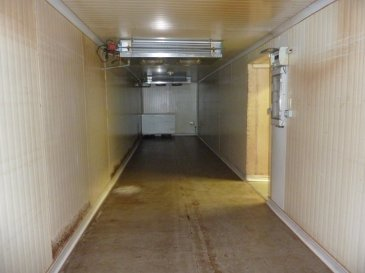 Local commercial d'une supercie de 240 m2 de PALIN-PIED + sous-sol   Offrant la possibilité de créer des appartements. Toiture et façade neuves, chauffage électrique ( 1 séchoir et un réfrigérateur professionnel) L'ensemble sur un terrain de 3 ares    Possibilités diverses  :  activité commerciale ou modifiable en  habitation :  maison ou création d'appartements Informations pour les visites contacter Rocco Panetta au 06.88.56.77.94