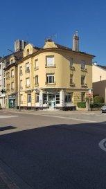 MONTIGNY LES METZ - Lots de 3 appartements. INVESTISSEURS  - Rue Léon Barillot - MONTIGNY LES METZ<br/>Ensemble de 3  appartements dans petite copropriété<br/>composé au 1er étage d\'un  F4 de 95 m2 avec garage et 2ème étage 2 F2 de 45 m2  dont 1 actuellement loué 443 HC.<br/>Grenier aménageable.<br/>Prévoir travaux<br/><br/>Contact :  Sandrine Perceval 06.34.65.29.84<br/><br/><br/><br/>Copropriété de 10 lots (Pas de procédure en cours).<br/>Charges annuelles : 1000.00 euros.