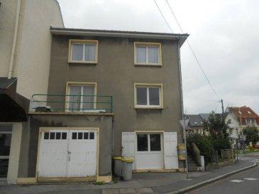 Réf: 5882  Immeuble de rapport constitué de trois appartements et un garage.  Au rez-de-chaussée: T2 de 57 m² Entrée, wc, salle de bains, cavette, séjour, une chambre, cour, Jardin, garage ,Au 1er étage: T2 de 57 m² avec terrasse et balcon.  Au 2° étage: T2 de 57 m² avec balcon.   Rendement 8% brut  DPE E GES F   Réf: 5882