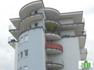 ESCH/LALLANGE bel appartement de 58m2, 2 chambres à coucher ( une environ 14m2 et une de 9m2  soit bureau,  cuisine équipée, balcon de 8m2, salle de douche, cave, 1 emplacement intérieur, buanderie, proche accès autoroute, transport public et commerces<br>intéressant pour célibataire, personne seule avec un enfant , personne âgée<br>vue dégagée<br />Ref agence :2449197